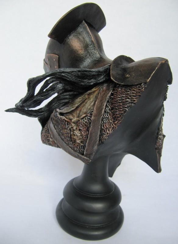 Buste Huruk-Hai Swordsman.
