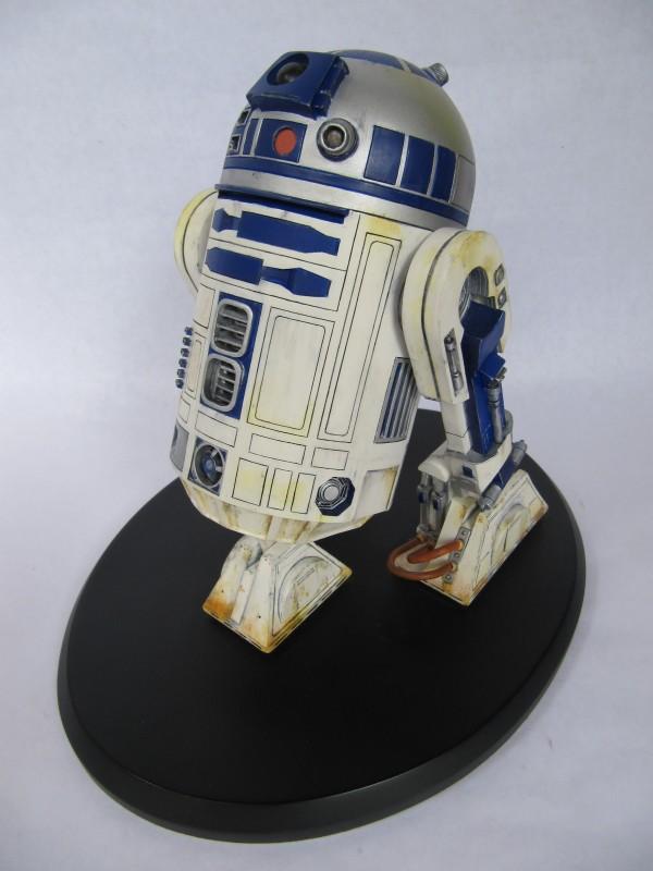 R2 D2.