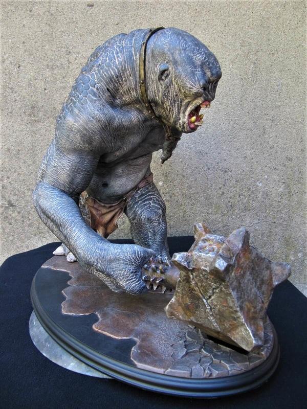 Statue Cave Troll.